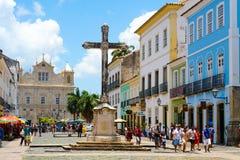 Croix chrétienne coloniale de Cruzeiro de Sao Francisco Anchieta dans Pelourinho photos stock