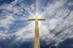 Croix contre le ciel illustration de vecteur