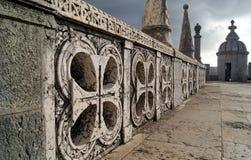 Croix découpées au niveau principal de la tour de Belem Image stock