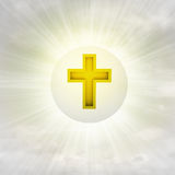 Croix d'or chrétienne dans la bulle brillante dans le ciel avec la fusée Photographie stock