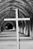 Croix dans l'abbaye Images libres de droits