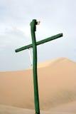 Croix dans les dunes image stock