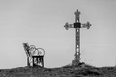 Croix de cimetière en silhouette Photo stock
