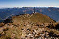 Croix de montagne de Bucegi sur la crête de Caraiman Images libres de droits