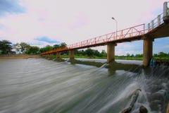 Croix de pont la rivière Photos stock