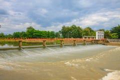 Croix de pont la rivière Image stock