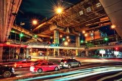 Croix de route de Bangkok la nuit Photographie stock