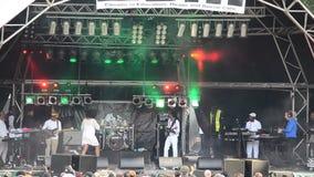Croix de Sandra au festival de musique de noir de Leeds banque de vidéos