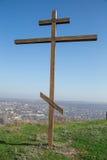 Croix en bois sur le ciel bleu Image libre de droits