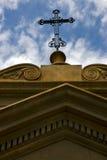 Croix en haut dans la vieille église de Buenos Aires Photos stock