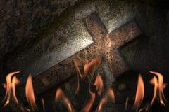 Croix en incendie Photographie stock