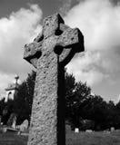 Croix en pierre en noir et blanc Photo stock