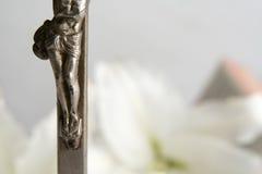 Croix et lis de Pâques photo libre de droits