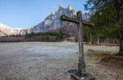 Croix et montagne en pierre III Photos libres de droits