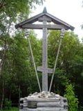 Croix orthodoxe karélienne avec la gravure du bois Photo stock