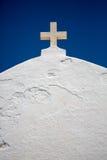 Croix orthodoxe sur le toit du chuch. Photographie stock