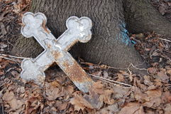 Croix oubliée Images stock