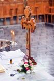 Croix religieuse en bois Photos libres de droits