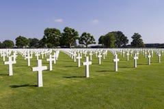 Croix sur des tombes au cimetière de guerre de Margraten Image stock