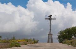 Croix sur la colline Images libres de droits