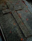 Croix sur la tombe Images libres de droits