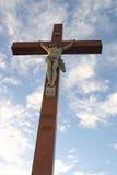 Croix sur le ciel bleu Image libre de droits