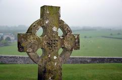 Croix sur le paysage de cimetière et de nature Photo libre de droits