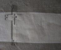 Croix sur le tissu Photo stock