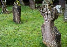 Croix sur un cimetière Image libre de droits