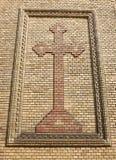 Croix sur un mur de briques Photographie stock