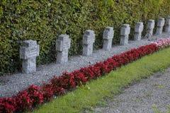Croix, tombeaux dans un cimetière Image libre de droits