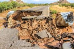 Crollo della via dopo la tempesta tropicale Juliette, Messico, il 28 agosto 2013 Immagini Stock Libere da Diritti