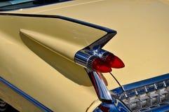 Crome a aleta de cauda de um carro velho do temporizador Foto de Stock