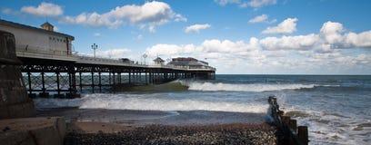Cromer Pier und groyne. Stockbilder