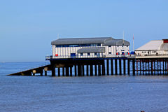 Cromerpijler en reddingsbootpost, Norfolk Stock Foto