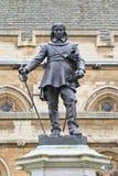 cromwell伦敦脚踏铁槌雕象英国 免版税库存照片