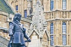 cromwell英国伦敦脚踏铁槌雕象 免版税图库摄影