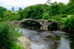 Cromwells-Brücke über dem Fluss Hodder, Lancashire Lizenzfreies Stockbild