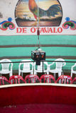 Cronómetro central para la pelea de gallos en Otavalo Fotos de archivo libres de regalías