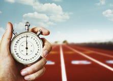 Cronómetro do esporte da terra arrendada da mão Imagem de Stock