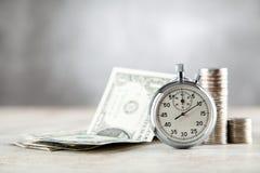 Cronômetro análogo no fundo cinzento foto de stock royalty free