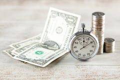 Cronômetro análogo no fundo cinzento fotografia de stock royalty free