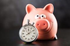 Cronômetro análogo no fundo preto fotos de stock royalty free
