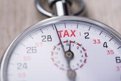 Cronômetro que mostra o tempo do imposto Fotografia de Stock Royalty Free