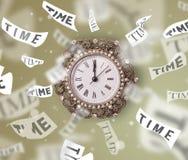 Cronometre e olhe o conceito com o tempo que voa afastado Foto de Stock