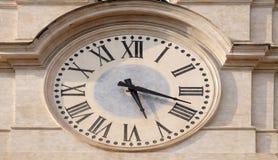 Cronometre na torre de sino de Palazzo Montecitorio, assento da câmara de deputados italiana em Roma Imagem de Stock