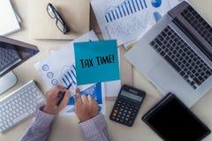Cronometre para a tributação Busi da contabilidade financeira do dinheiro do planeamento de impostos fotos de stock royalty free