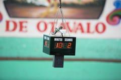 Cronometro centrale per il combattimento di galli in Otavalo Immagini Stock