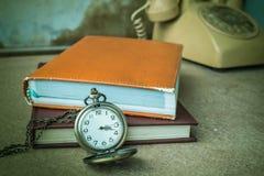 Cronometro sulla tavola di legno immagine stock