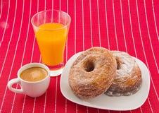 Cronuts, кофе и апельсиновый сок Стоковые Фото